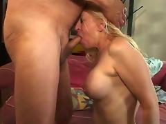 puling milf moden mamma husmor blowjob lady cougar aldrende blowbang