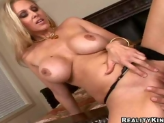 amatør milf hvit mamma blonde store pupper handjob blowjob barmfager lingerie